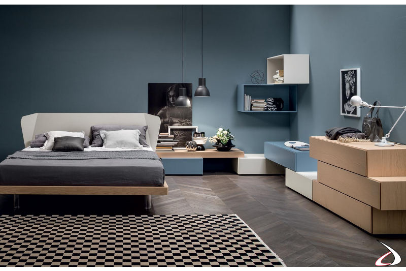 Camera da letto in legno moderna con letto matrimoniale con piedini alti trasparenti