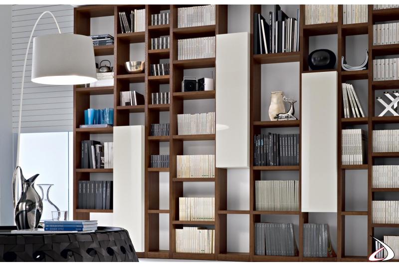 Libreria moderna con pensili da ufficio