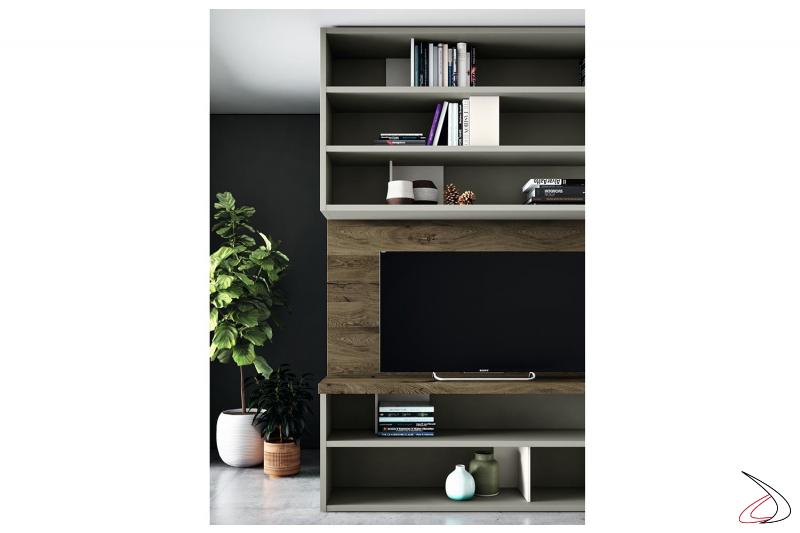 Parete divisoria soggiorno in legno con libreria e pannello porta tv