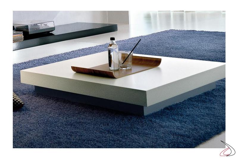 Tavolino basso moderno in legno