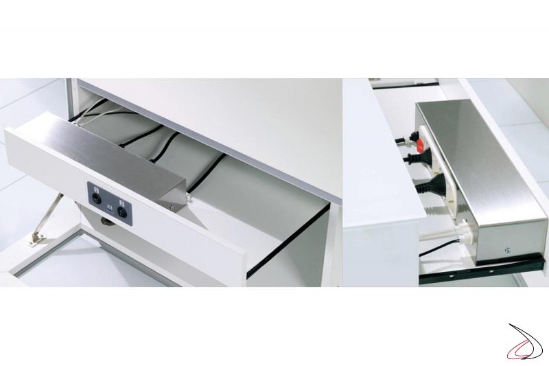 Cassetto interno con interruttori e multipresa