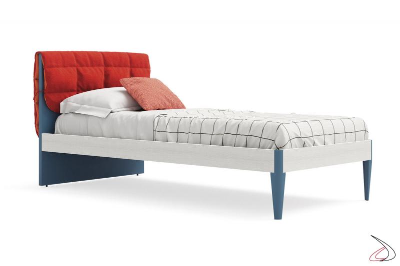 Lettino singolo in legno moderno con cuscino nella testata