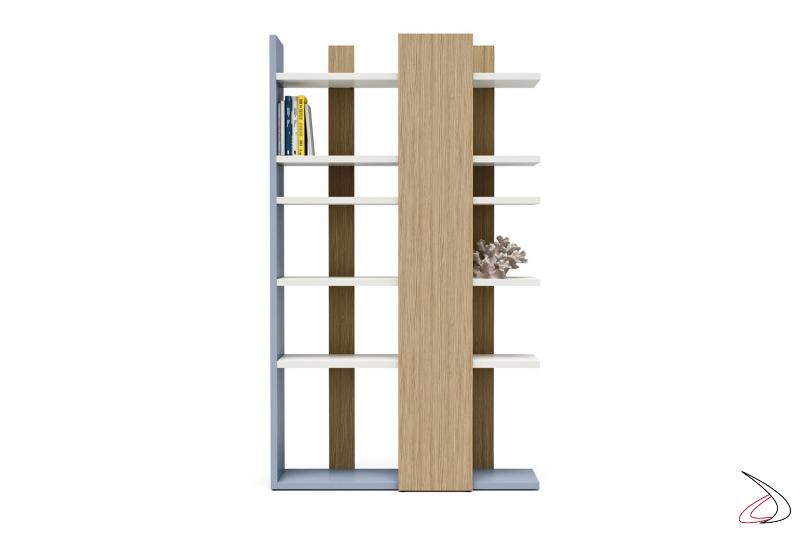 Libreria per camera ragazzi alta e colorata