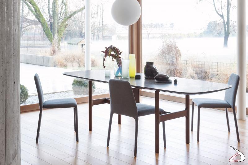 Tavolo di design da soggiorno con piano in marmo