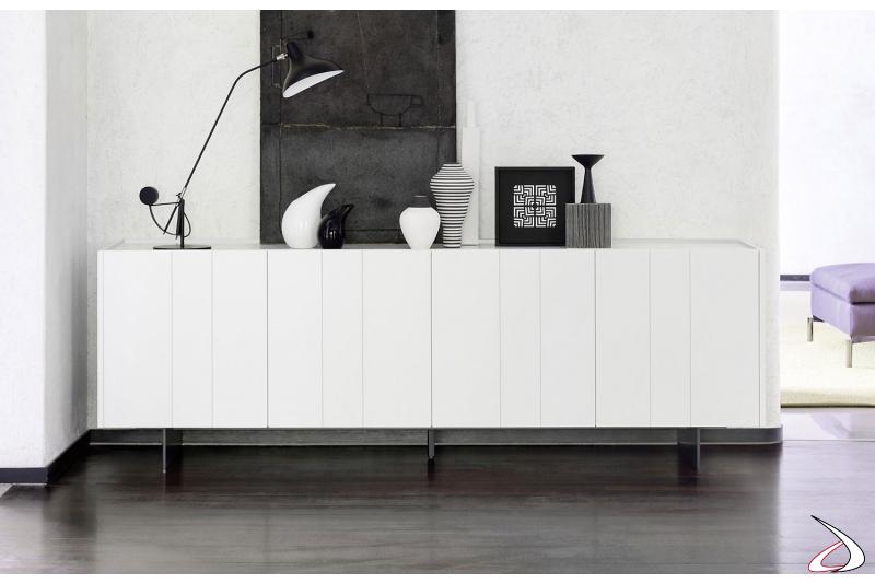 Madia bassa di design in laccato opaco con piano in marmo lucido