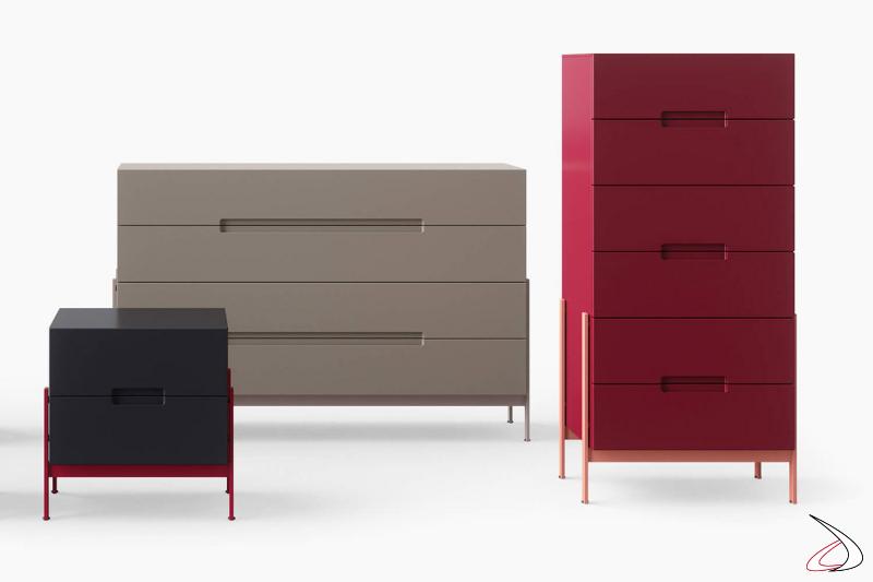 Settimino rosso di design a 6 cassetti con gambe in laccato rame