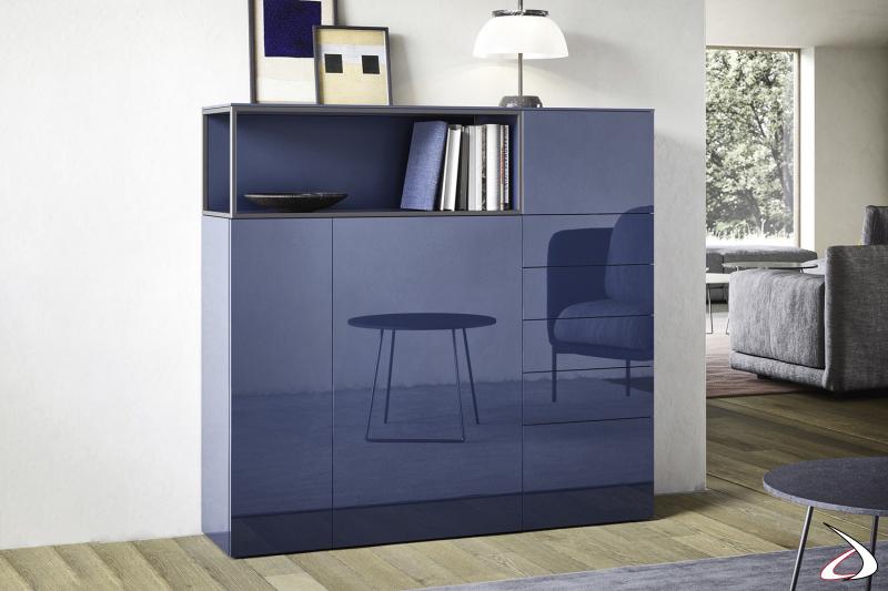 Credenza alta di design con ante e cassetti in laccato lucido