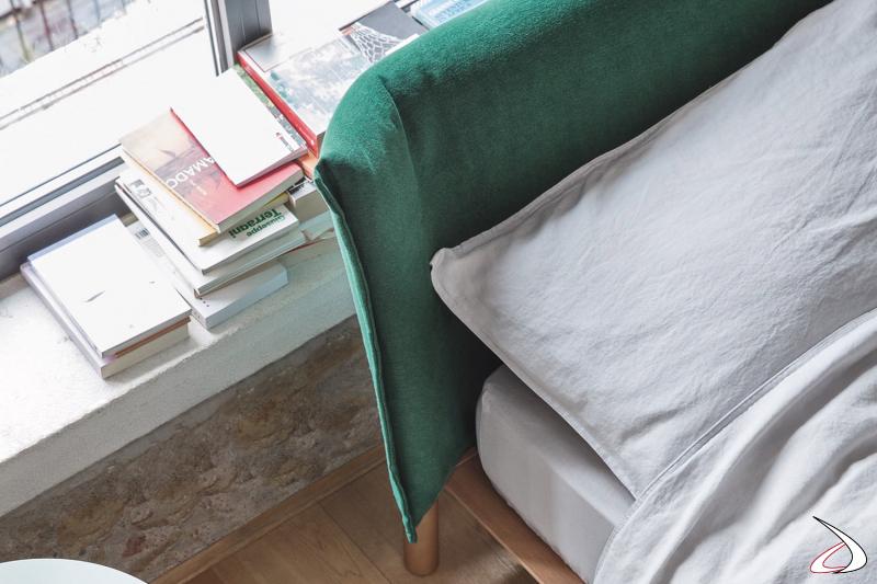 Letto di design king size con testiera imbottita curva rivestita in tessuto