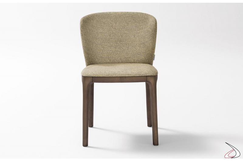 Sedia design italiano in legno e imbottita con schienale curvo