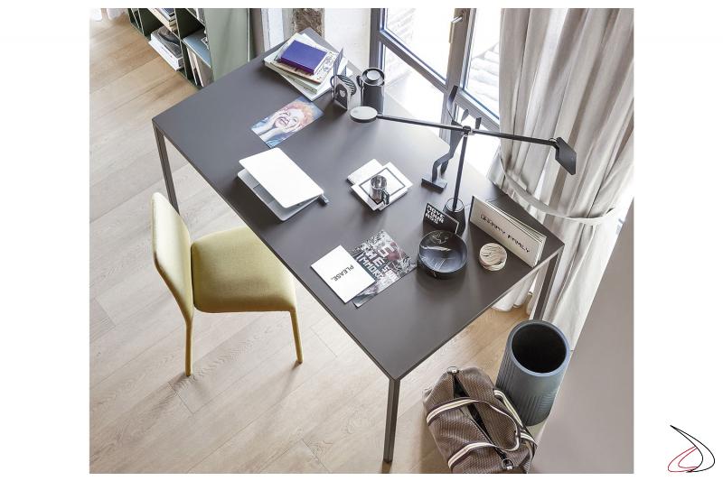 Tavolo rettangolare in metallo da soggiorno