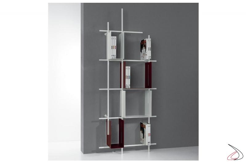 Libreria alta di design appoggiata a terra in tubolare d'acciaio. Composizione 3, misura 77 x 187 x 15 cm.