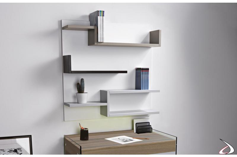 Libreria sospesa a muro in legno