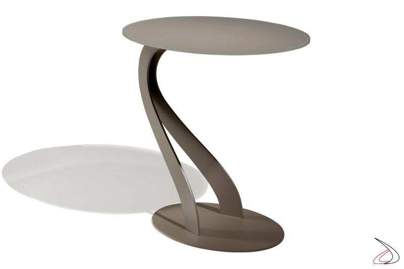 Tavolino di design con struttura a cigno