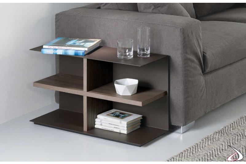 Tavolino da divano basso e moderno in metallo e legno