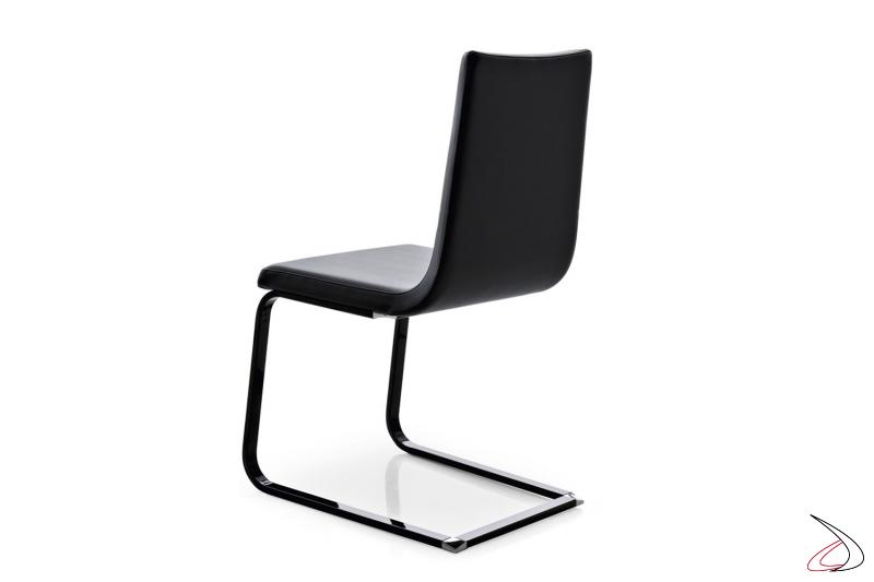 Sedia in pelle di design da soggiorno con gamba a slitta nera lucida