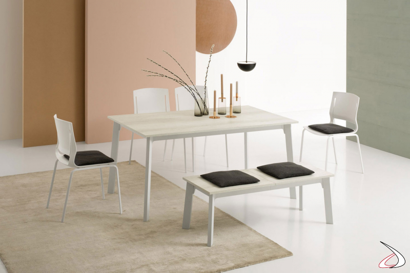 Tavolo piccolo da cucina allungabile con gambe in acciaio e piano in melaminico