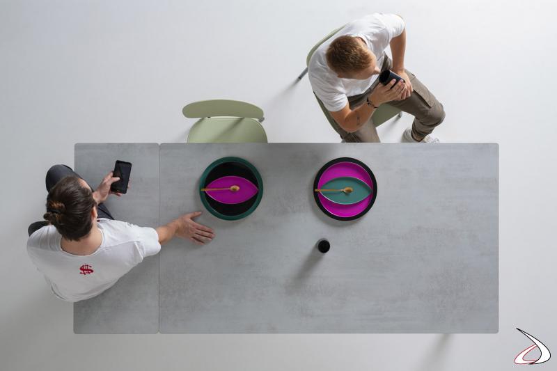 Tavolo allungabile solido di design con piano in ceramica con angoli arrotondati