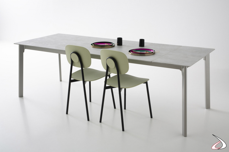 Tavolo di design allungabile con piano e prolunghe in ceramica con angoli raggiati