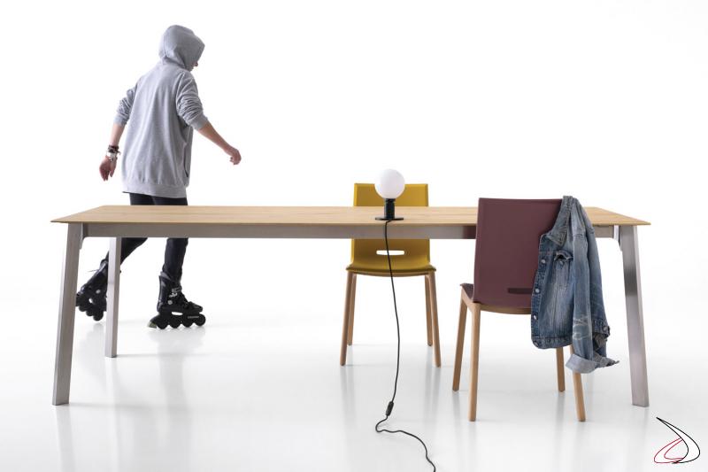 Tavolo moderno da soggiorno allungabile con gambe in acciaio