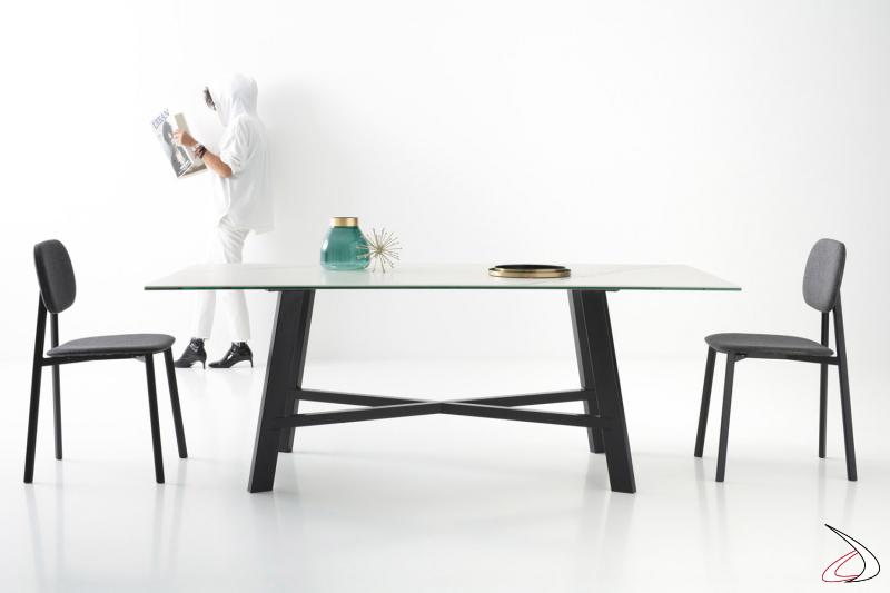 Tavolo di design in ceramica bianca da soggiorno con basamento poggiapiedi
