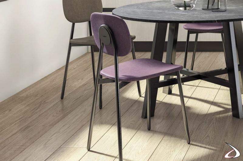 Sedia moderna imbottita con 4 gambe per tavolo da soggiorno
