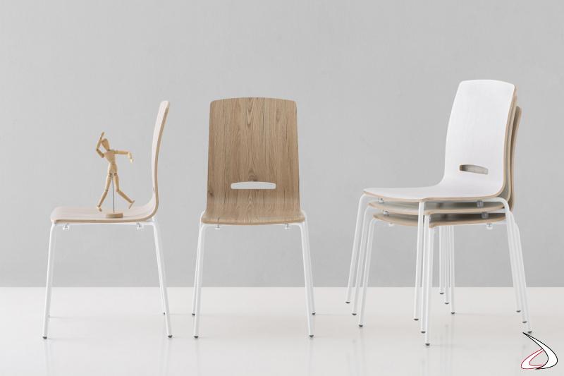 Sedia economica moderna da cucina con gambe bianche e seduta in laminato