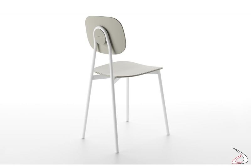 Sedia design da soggiorno con 4 gambe in metallo e seduta, schienale in polipropilene
