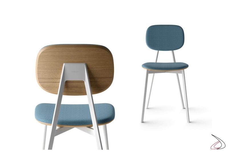 Sedia design con gambe in metallo bianche, con retro struttura in impiallaciato e seduta, schienale imbottiti