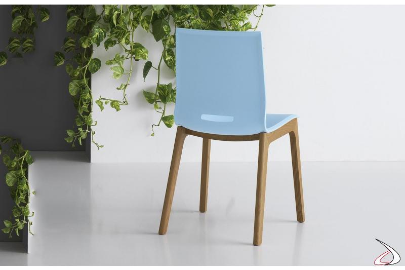 Sedia moderna da soggiorno in polipropilene con gambe in legno rovere