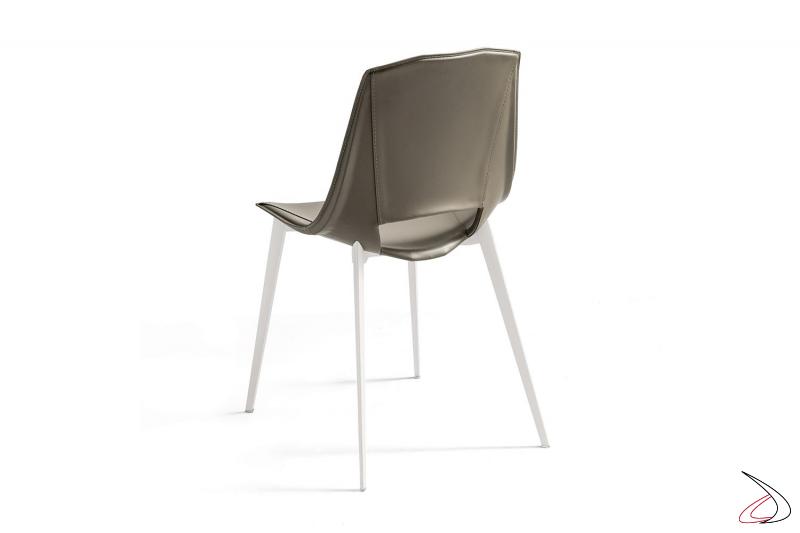 Sedia da soggiorno moderna in cuoio rigenerato con gambe in alluminio
