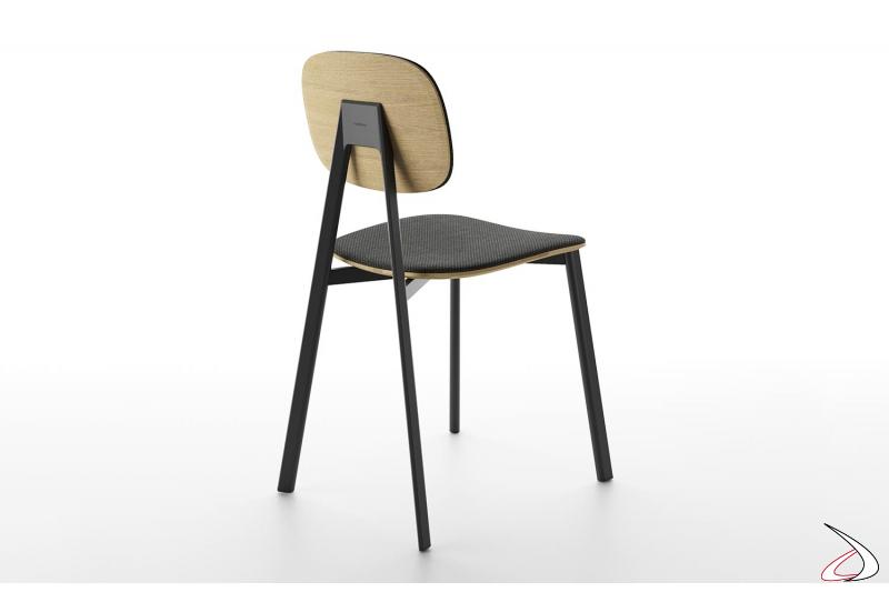 Sedia soggiorno di design con gambe in legno e sedile impiallacciato e imbottito