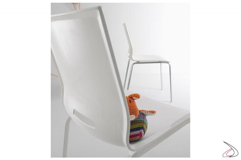 Sedia da tavolo soggiorno in polipropilene bianco con gambe in metallo