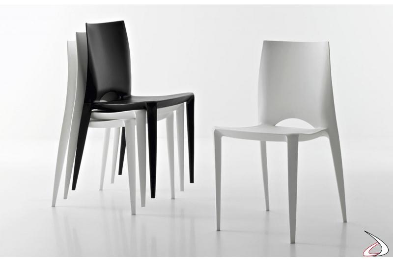 Sedia leggera impilabile in polipropilene bianca, nera o grigio chiaro