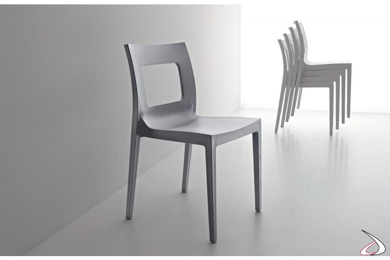 Sedia impilabile da cucina in polipropilene bianca o grigio chiaro