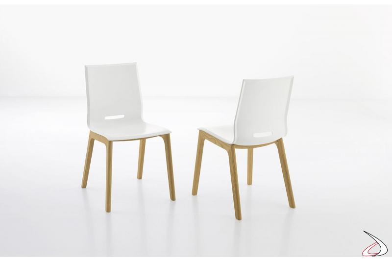 Sedie bianche di design da soggiorno in polipropilene con gambe in rovere