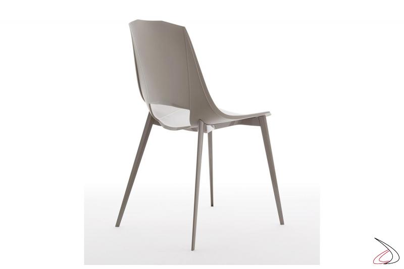 Sedia design da cucina in polipropilene in colore tortora con gambe in alluminio