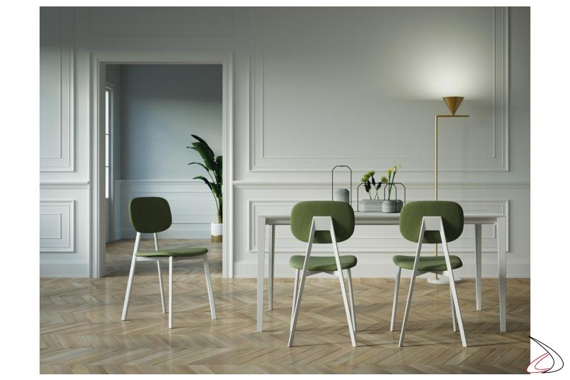 Sedia moderna da soggiorno con 4 gambe in metallo verniciato