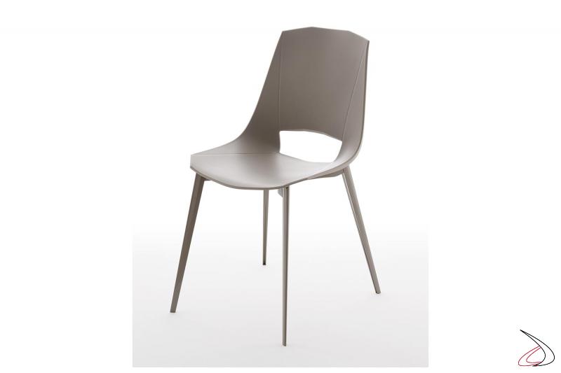 Sedia moderna in polipropilene da cucina con gambe in alluminio tortora