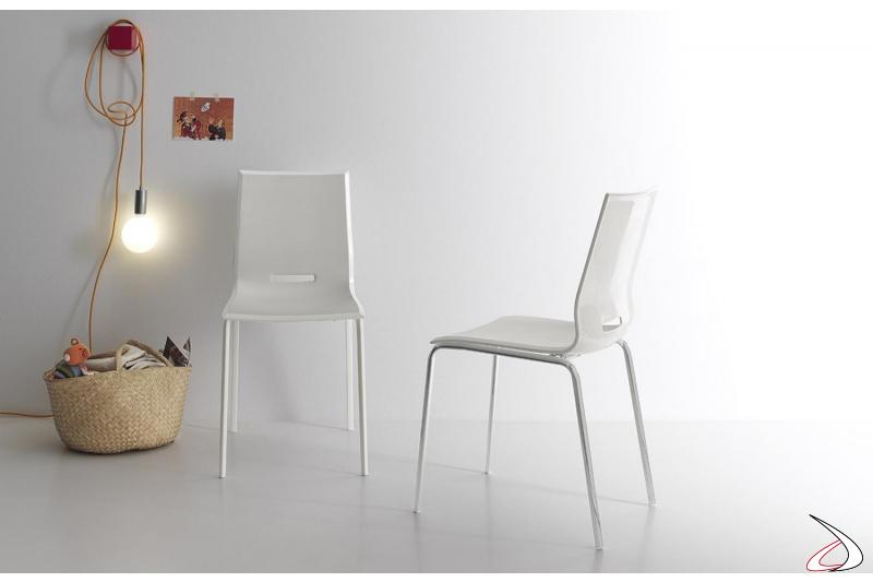 Sedia design da soggiorno bianche con gambe in metallo cromato