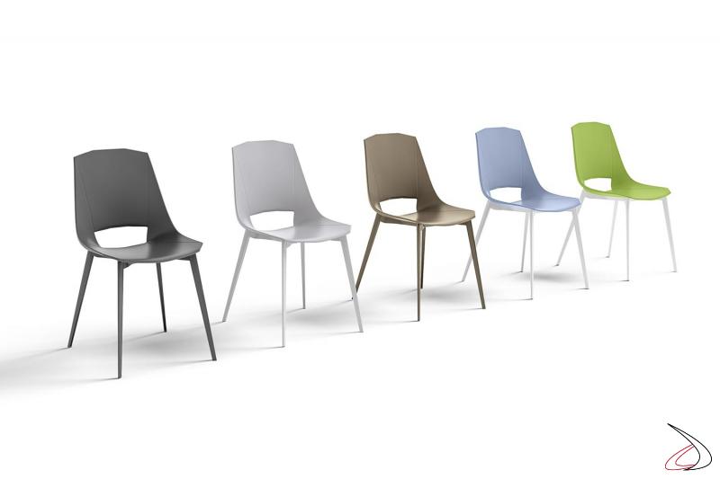 Sedie colorate di design in polipropilene con gambe in alluminio verniciato