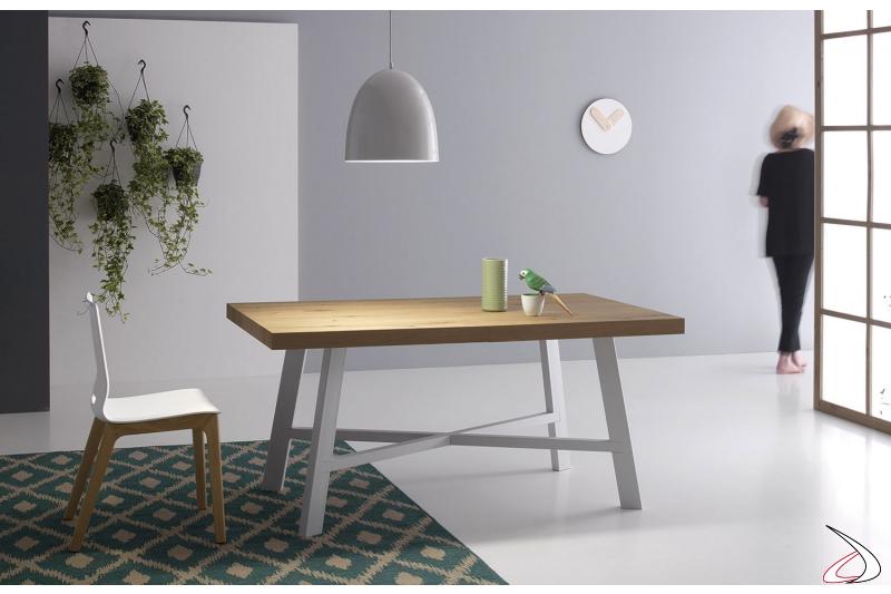 Tavolo piccolo allungabile da soggiorno con allunghe centrali e piano in rovere naturale