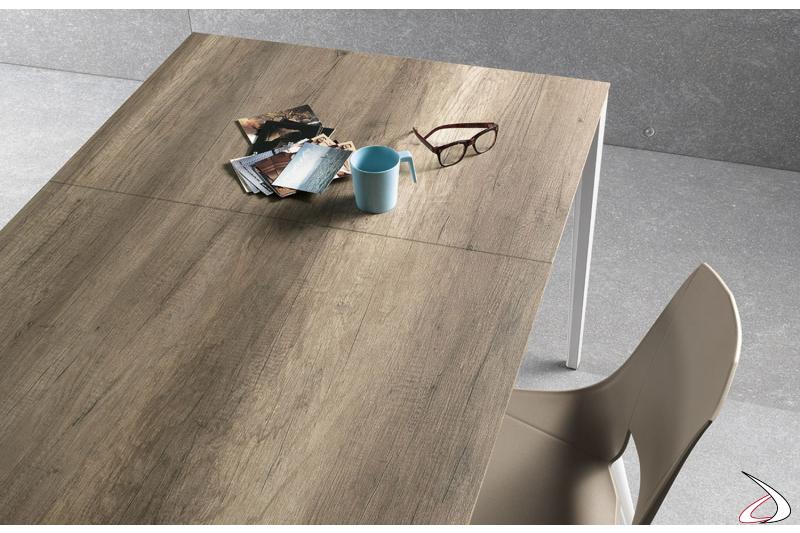 Tavolo moderno allungabile da soggiorno con piano in laminato
