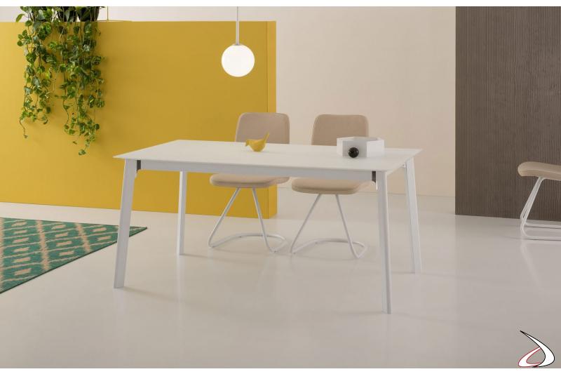 Tavolo moderno bianco allungabile con struttura bianca e angoli spazzolati lucido