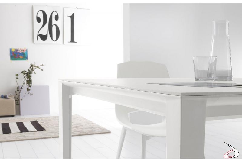 Tavolo allungabile bianco di design in ceramica con gambe telescopiche in alluminio