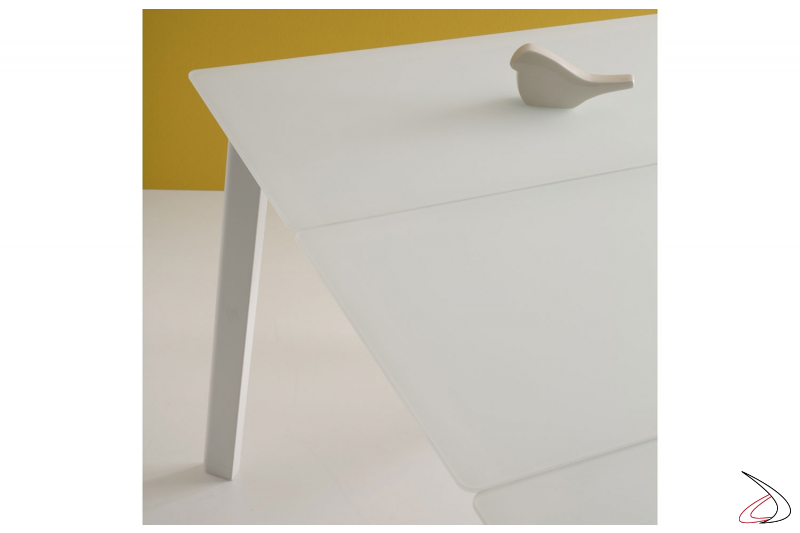 Tavolo in vetro bianco moderno allungabile con gambe in metallo bianco