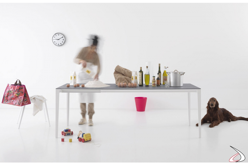 Tavolo con piano in ceramica resistente ai graffi con gambe in alluminio bianco