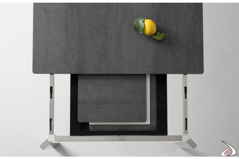Tavolo moderno con piano in ceramica e 2 allunghe nascoste sotto il piano