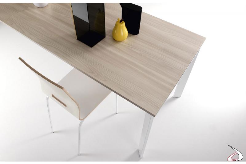 Tavolo piccolo da cucina moderno con piano e allunga in melaminico olmo chiaro