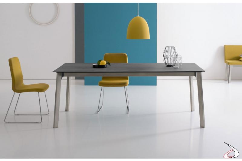 Tavolo soggiorno allungabile moderno con gambe in acciaio verniciato