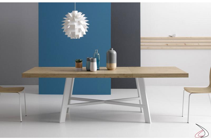 Tavolo soggiorno di design allungabile con piano in impiallacciato rovere naturale